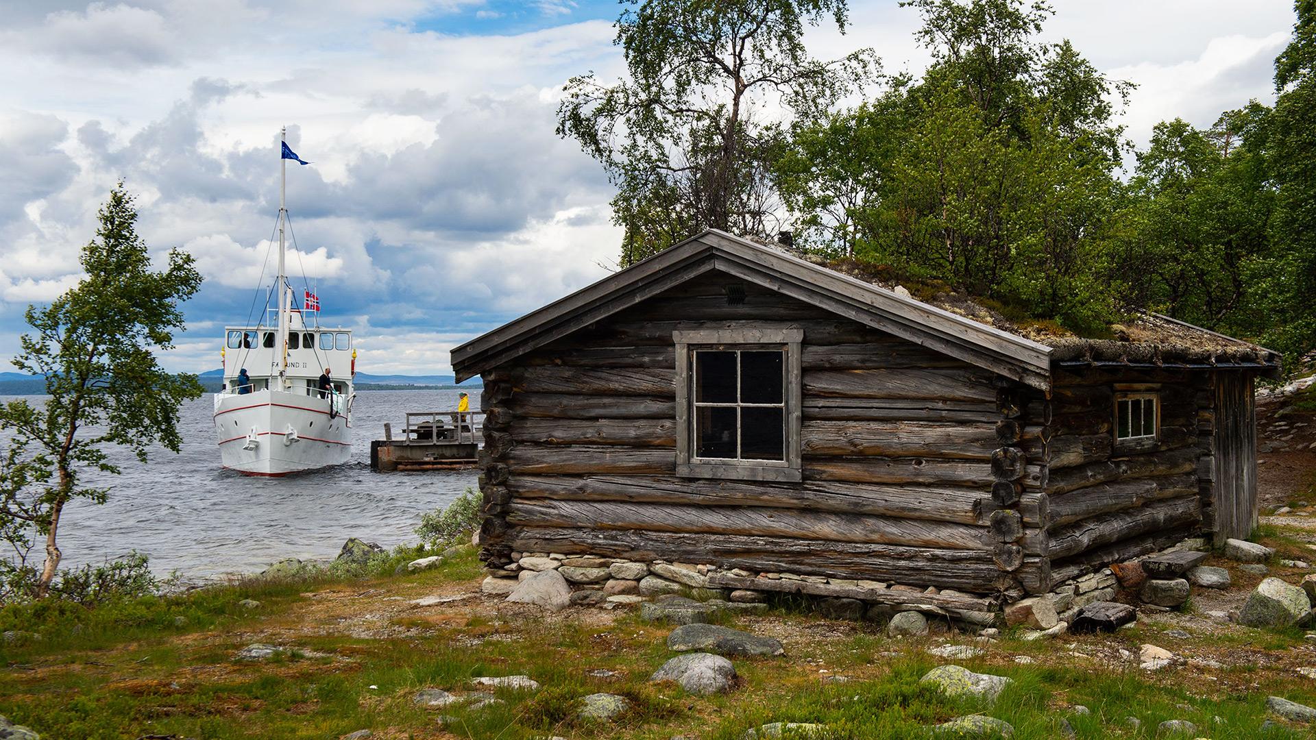 Båten Fæmund ved kai.